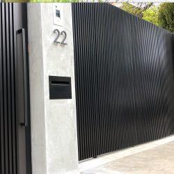 22- 20x20 aluminium vertical bars with 20mm gap fixed to aluminium backing sheeting